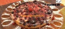 Torta rovesciata ai mirtilli ricetta Tessa Gelisio da Cotto e Mangiato