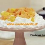 Pavlova alla Frutta Esotica ricetta di Benedetta Parodi da Molto Bene su Real Time