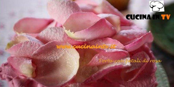 Torta con petali di rosa ricetta Csaba dalla Zorza su Real Time