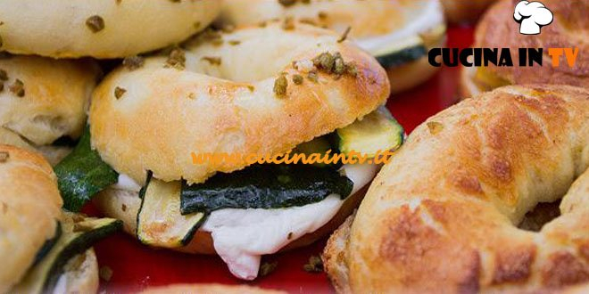Bake Off Italia 2 - ricetta Bagel caprino olive e zucchinee bagel salsa mou alla cannella e mela di Alice