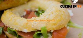 Bake Off Italia 2 - ricetta Bagel salmone rucola salsa tzatziki e bagel con crema ricotta e frutta fresca di Enrica