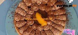 Dolci dopo il Tiggì - ricetta Crostata flan di pesche e amarene con chantilly al cioccolato