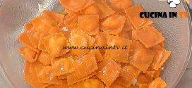 La Prova del Cuoco - Ravioli rossi al gorgonzola con salsa rustica ricetta Spisni