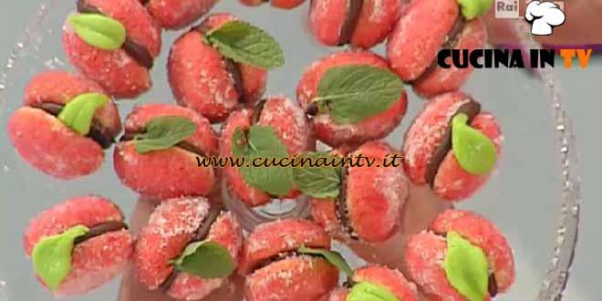 Dolci dopo il Tiggì - ricetta Peschine dolci