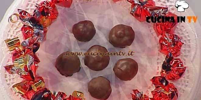Dolci dopo il Tiggì - ricetta Bonbon alle nocciole