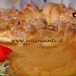 La Prova del Cuoco - Ciambella intrecciata con noci cipolle e speck ricetta Cattelani