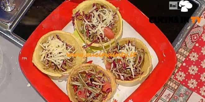 La Prova del Cuoco - Cestini di pancarrè con insalata di puntarelle cavolo rosso e pompelmo rosa ricetta Moroni