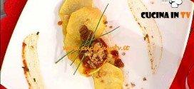 La Prova del Cuoco - ricetta Chips di patate e lardo con salsa speziata ai cetriolini