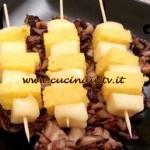 Cotto e Mangiato - Spiedini di polenta su radicchio e noci ricetta Tessa Gelisio