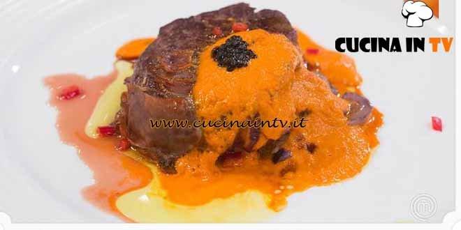 Masterchef 4 - ricetta Filetti di vitello in salsa ai peperoni e anelli di cipolla di Paolo