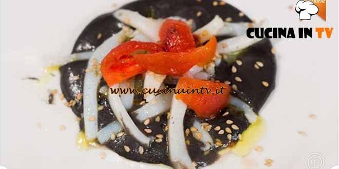 Masterchef 4 - ricetta Julienne di seppie su crema di patate al nero e semi di sesamo di Paolo