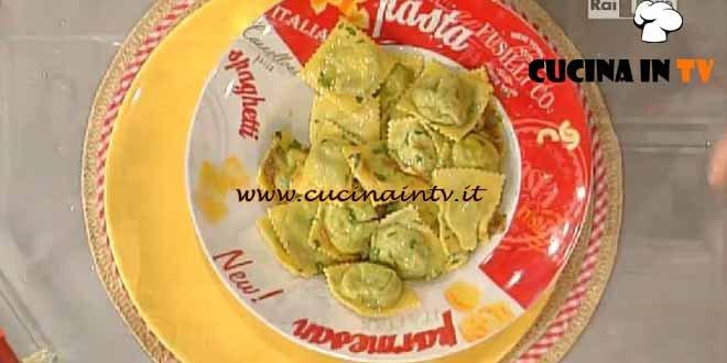 La Prova del Cuoco - Ravioloni con ricotta e spinaci al burro e bottarga ricetta Moroni