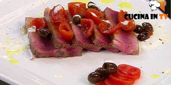 Masterchef 4 - ricetta Tagliata di tonno pomodorini e taggiasche su crema di formaggio acido al pepe di Simone