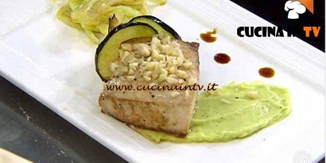 Masterchef 4 - ricetta Trancio di spada alle mandorle tostate con salsa guacamole e insalata di finocchio al balsamico di Valentina