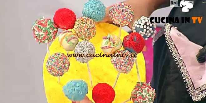 Dolci dopo il Tiggì - ricetta Cakepops di Carnevale