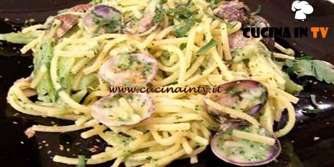 Cotto e mangiato - Spaghetti alla chitarra broccoli e vongole ricetta Tessa Gelisio