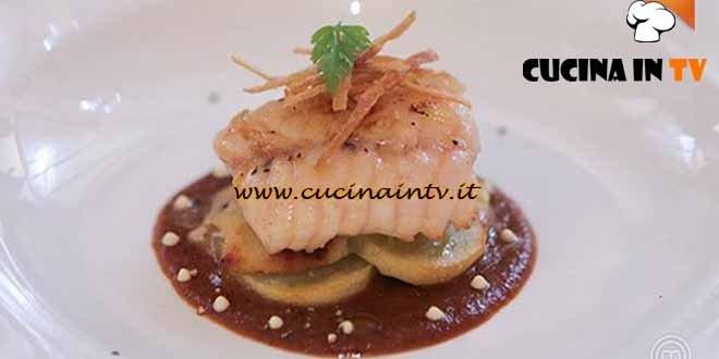 Masterchef 4 - ricetta Tinca su crema di cipolle caramellate patata croccante e salsa di senape di Stefano