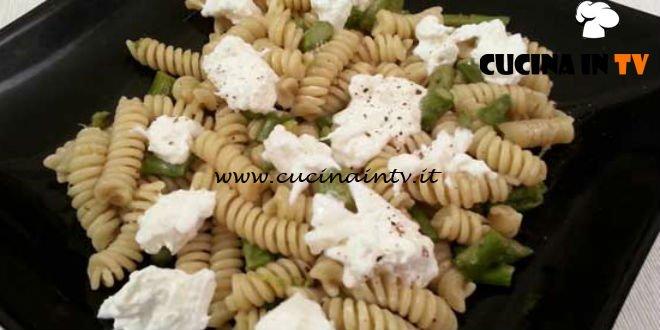 Cotto e mangiato - Fusilli asparagi acciughe e burrata ricetta Tessa Gelisio