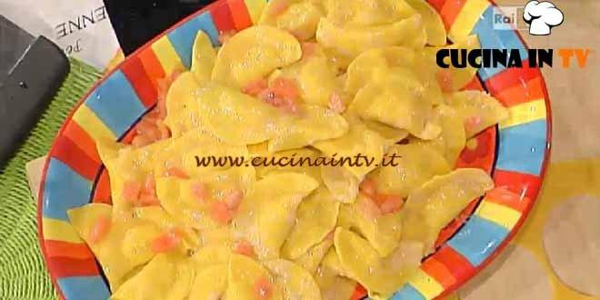La Prova del Cuoco - Mezzelune di ricotta con mortadella e pomodorini ricetta Spisni