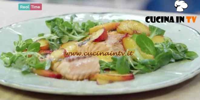 Molto Bene - ricetta Insalata di salmone e pesche di Benedetta Parodi
