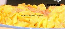 La Prova del Cuoco - Pappardelle al sugo fresco di pomodoro e cipolla ricetta Spisni