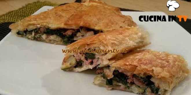 Cotto e mangiato - Strudel coste e salsiccia ricetta Tessa Gelisio