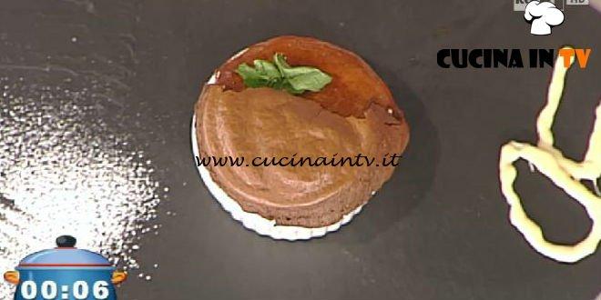 La Prova del Cuoco - ricetta Tortino al cioccolato con crema di uva fragola