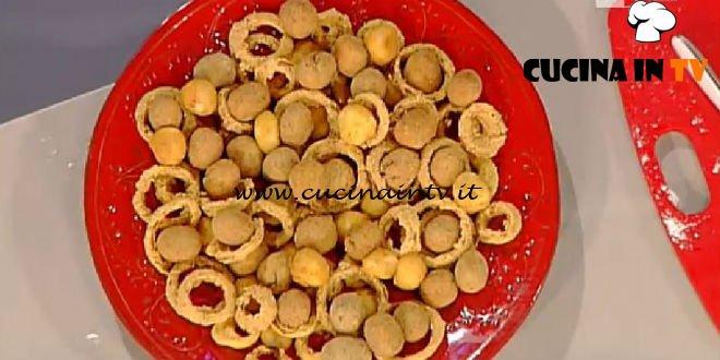 La Prova del Cuoco - Anelli di cipolla mozzarelline fritte e olive di nonna papera ricetta Anna Moroni