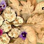 La Prova del Cuoco - Funghi ripieni di ricotta con foglie di brisè alle erbe ricetta Natalia Cattelani