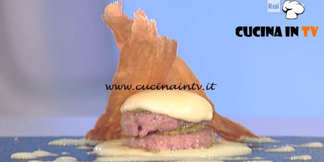 La Prova del Cuoco - Millefoglie di salsiccia con crema di riso e cialde al pomodoro ricetta Gilberto Rossi