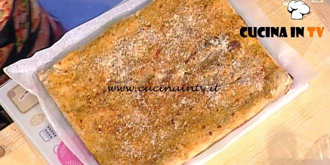 La Prova del Cuoco - Pizza ripiena con prosciutto crudo rucola fiordilatte e caciocavallo ricetta Gino Sorbillo