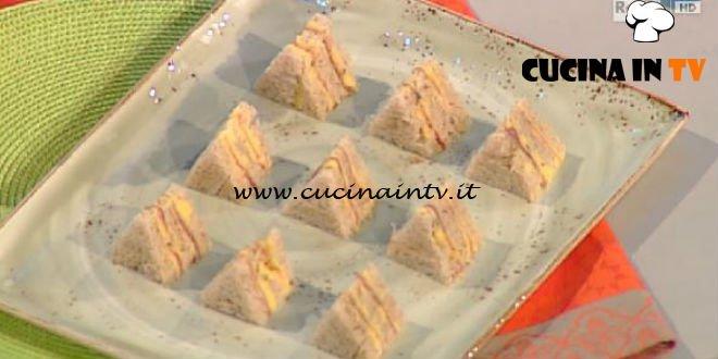 Tramezzini di pane nero speck e mousseline al cumino ricetta Montersino La Prova del Cuoco