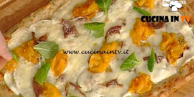 La Prova del Cuoco - Pizza con acciughe burrata e ricotta nera ricetta Gino Sorbillo