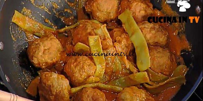 La Prova del Cuoco - Polpette in umido filanti con corallo ricetta Anna Moroni