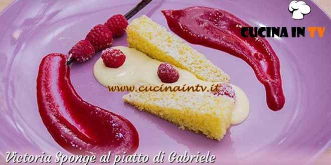 Bake Off Italia 3 - ricetta Victoria Sponge al piatto di Gabriele