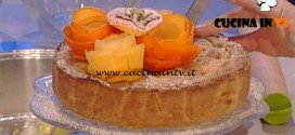 La Prova del Cuoco - Frolla alla nocciola con crema pasticcera alla vaniglia cachi e mele ricetta Sergio Barzetti