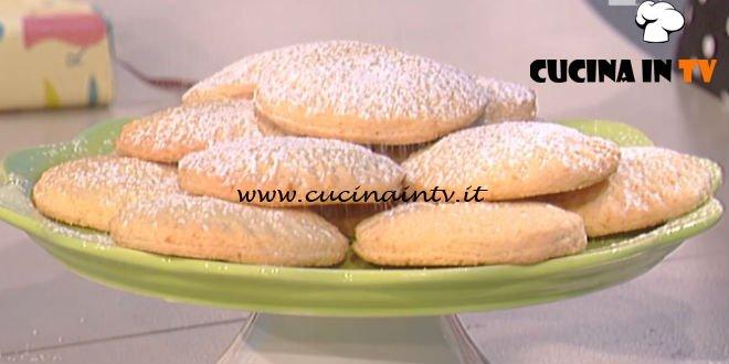 La Prova del Cuoco - Dolcetti al cocco con cuore di cioccolato bianco ricetta Anna Moroni
