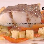 La Prova del Cuoco - Stocco con pomodorini all'origano crema di pane e pesto di olive ricetta Gilberto Rossi