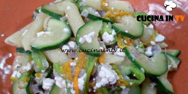Cotto e mangiato - Penne con fiori di zucca e formaggio ricetta Tessa Gelisio
