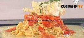 La Prova del Cuoco - Tagliolini al basilico con pomodoro su crema di patate e provola ricetta Gilberto Rossi