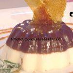 La Prova del Cuoco - Panna cotta al cioccolato e mandorle con salsa mou ricetta Ambra Romani