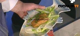 La Prova del Cuoco - Salmerino fritto al pane nero con insalatina di asparagi ricetta Markus Holzer