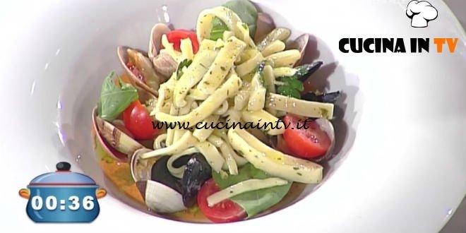 La Prova del Cuoco - Scialatielli al prezzemolo con frutti di mare schiuma al pomodoro e basilico ricetta Martin Vitaloni