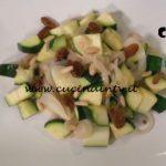 Cotto e mangiato - Zucchine spadellate con uvetta e pinoli ricetta Tessa Gelisio