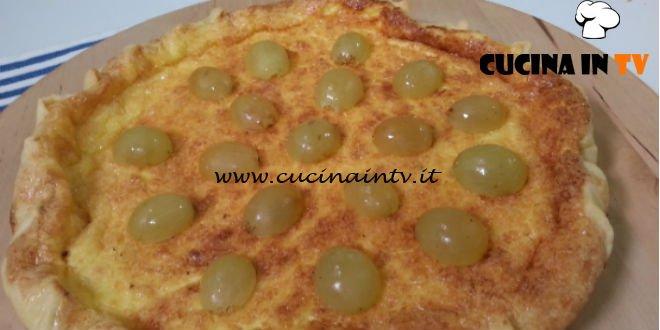 Cotto e mangiato - Crostatine alla crema di grana padano e uva ricetta Tessa Gelisio