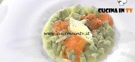 La Prova del Cuoco - Gnocchetti al basilico con aria di pomodoro mandorle e cialda ricetta Martin Vitaloni