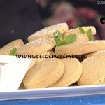 La Prova del Cuoco - Biscotti di frolla al caffè con salsa al cioccolato e rum ricetta Roberto Valbuzzi