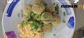 La Prova del Cuoco - Hummus di zucca e ceci con polpette di merluzzo ricetta Marco Bianchi