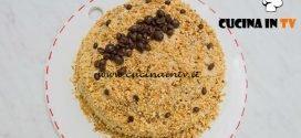 Bake Off Italia 4 - ricetta Pan di spagna con crema al burro, granella di nocciole e crema chantilly di Paola