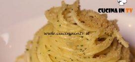 Cucine da incubo - Spaghetti aglio e olio con crema di cavolfiore e pane all'acciuga ricetta Antonino Cannavacciuolo